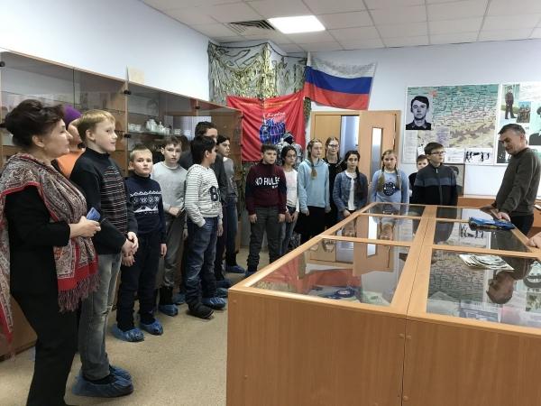 Старшеклассники воскресной школы в Музее боевой славы в СОШ пос. Дубровицы